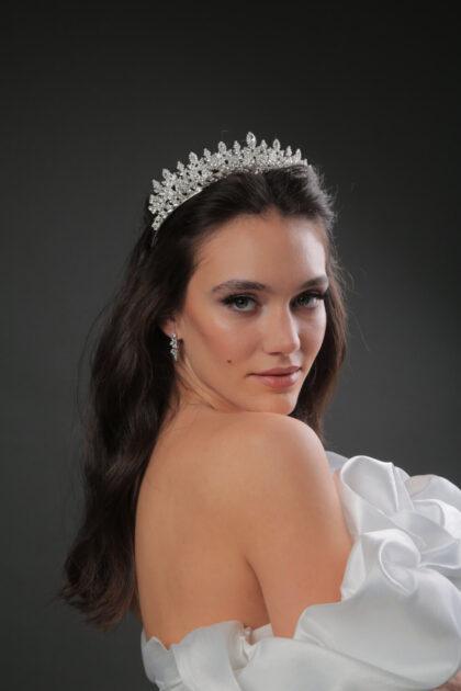 En Bridal Room Boutique tenemos los mejores precios y la máxima calidad para tu tocado de novia. Visítanos próximamente en Caracas, Venezuela para conseguir las tiaras o coronas de novia para tu boda