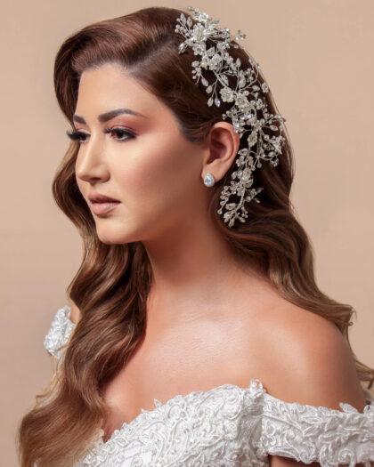 Entre los más delicados, sofisticados y hermosos tocados de novia, destaca el cintillo Amira, elaborado a mano por joyeros especialistas en moda nupcial. Consíguelo en Bridal Room Boutique Venezuela