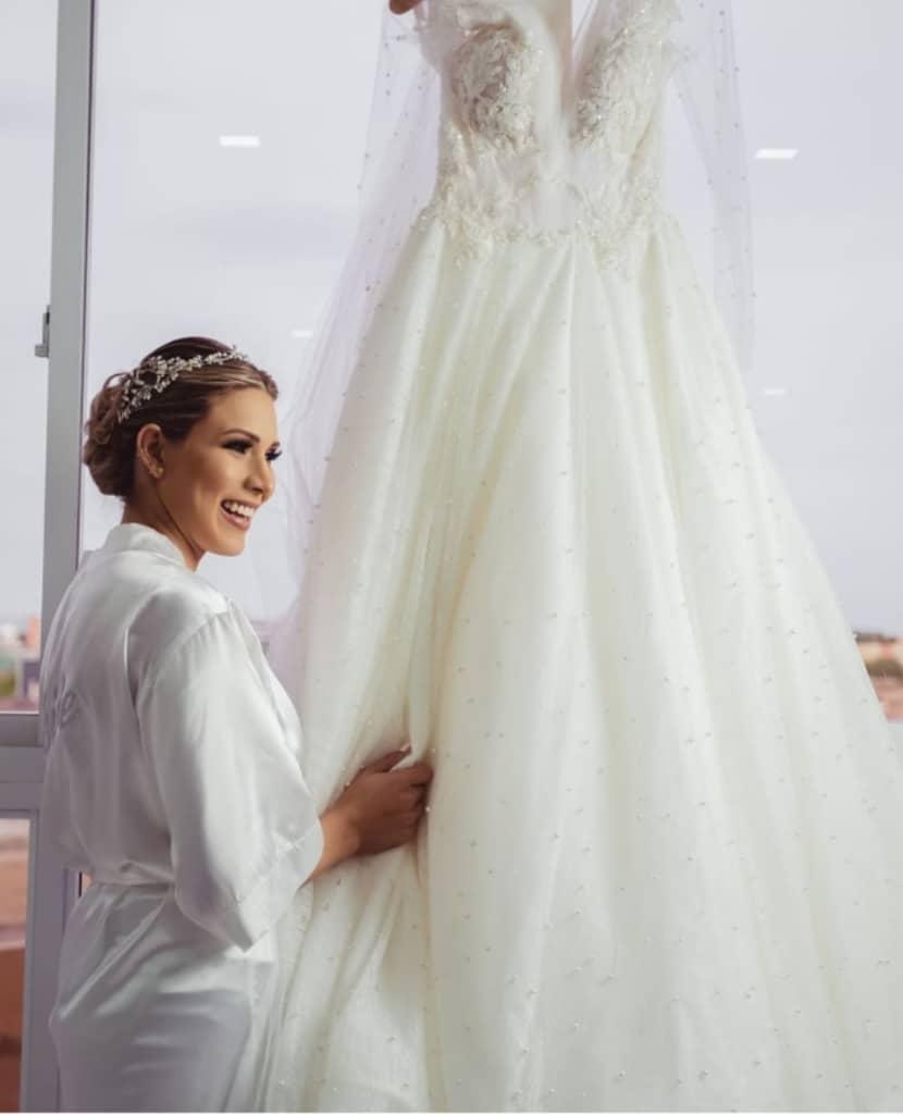 Andrea Molina - Una de las muchas novias que confió en Bridal Room Boutique para hacer de su boda el mejor día de su vida - Vestidos de novias con diseños innovadores
