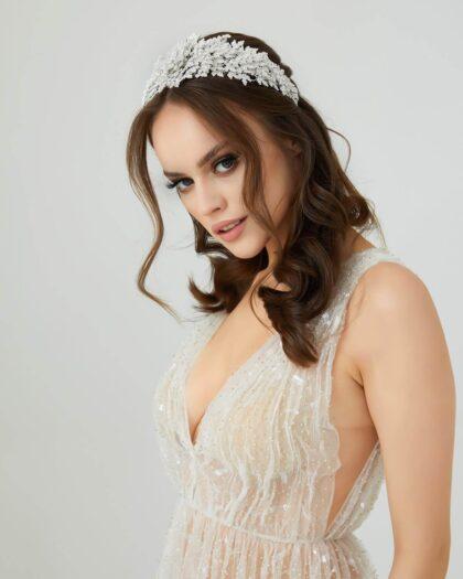 El día de tu boda debes verte maravillosa, y para eso estamos nosotras, te haremos realidad tus sueños nupciales, de pies a cabeza: vestido de novia, tocado, velo, calzado, accesorios y joyería. Todo lo que necesites