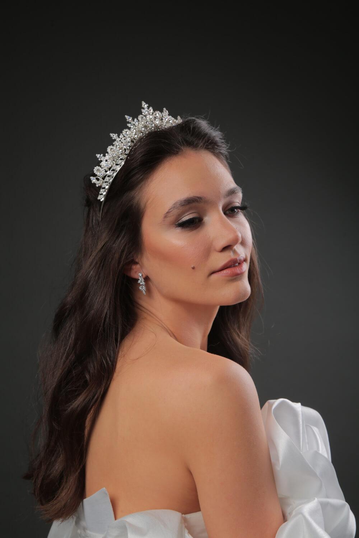 Siéntete como una diva el día de tu boda, Bridal Room Boutique te trae los mejores tocados para novia en Venezuela, consigue tu corona o tiara de novia en la Isla de Margarita y Caracas, Venezuela