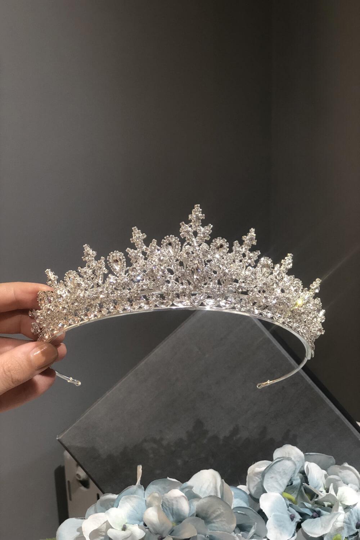 Bridal Room Boutique te ofrece los mejores precios en accesorios de novia de la mejor calidad, elaborados por joyeros nupciales, con materiales de máxima calidad y cristales de zirconia