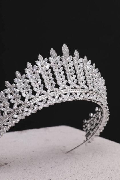 ¿Quieres una tiara de verdad, un tocado de novia con la máxima calidad y al mejor precio? ¡Haz llegado al lugar indicado! Detalles en pedrería de zirconia de la mejor calidad. Consigue tu corona o tocado de novias en Venezuela con nosotras