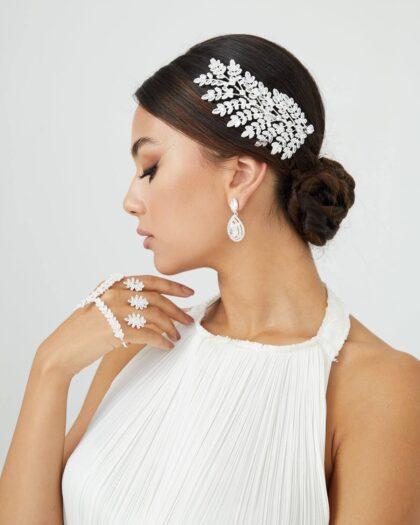 Estamos completamente seguras que este tocado de novia, combinando con el vestido de novia ideal te harán lucir con una princesa de la naturaleza, una diosa terrenal. Pide tu cita de accesorios de bodas y nos vemos en Margarita y (próximamente) Caracas, Venezuela