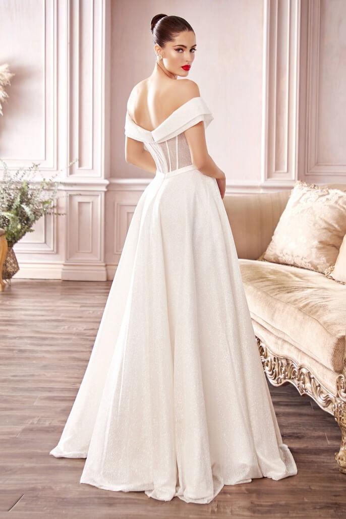 Vestido de novia con hombros descubiertos y glitter, con corpiño, escote tipo corazón, mangas al estilo japonés y espalda totalmente descubierta