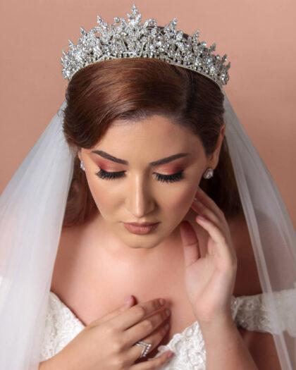 Tocados de novia tipo coronas, tenemos los mejores accesorios de boda para tu cabello. Luce como una reina glamourosa el día de tu boda. Visita nuestras tiendas boutique en Margarita y Caracas, Venezuela