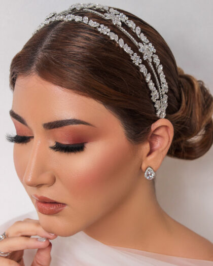 Elegancia, glamour y estilo nupcial en un espléndido tocado de novia en Venezuela. Consigue al mejor precio toda la colección de accesorios de bodas, cintillos y diademas nupciales en Margarita y Caracas, Venezuela