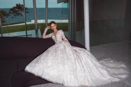 Vestidos de novia en Venezuela con encajes y bordado. Luce un escote en V de mangas largas y un corte princesa - Bridal Room Boutique en Caracas y Margarita