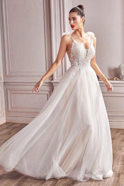 Vestido de novia evasé de encaje, corpiño sin mangas y cuello en V, así es el modelo Hannah de nuestra Basic Collection, vestidos de novia al mejor precio en Venezuela, luce majestuosa y economiza en tu boda, bodas asequibles