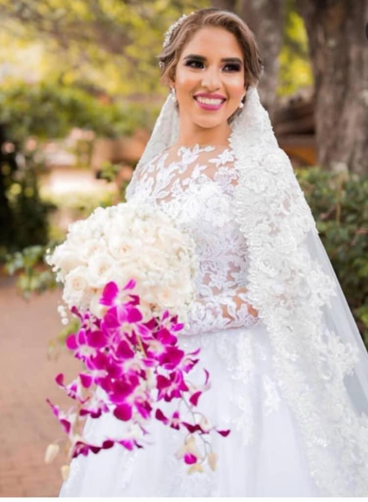 Fabiola una novia feliz en Panamá - Bridal Room Boutique hace posible tus sueños de tu boda perfecta, como en un cuento de hadas, vestida para el mejor día de tu vida