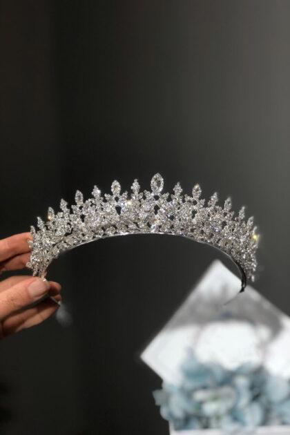 Tiaras y coronas para novias en la Isla de Margarita y próximamente en nuestras tiendas boutique de novias en Caracas, Venezuela