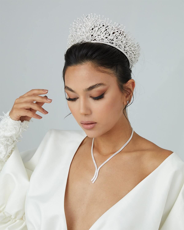 La más amplia variedad de estilos y diseños de coronas, tiaras y tocados para novia en Venezuela. Bridal Room Boutique, tu tienda de accesorios de novias y bodas en Margarita y Caracas