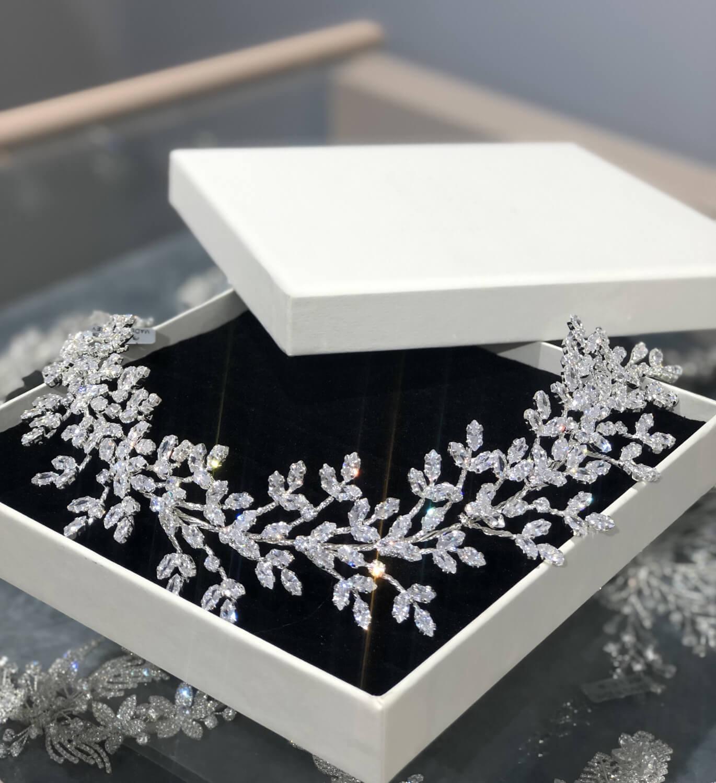 En Bridal Room Boutique modelos para todos los bolsillos, desde los más baratos y sencillos, hasta los más lujosos y elaborados. Consigue tu tocado de novia en Magarita y próximamente en Caracas, Venezuela