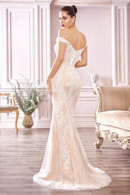 ¡No pienses que debes gastar una fortuna para lucir como una princesa! Nuestra BASIC COLLECTION tiene vestidos de novias que sin lugar a dudas te sorprenderán, sin dejar a un lado la calidad y los estilos