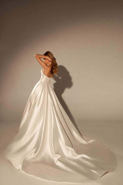 Mejores diseños y precios de vestidos de novia en Venezuela - Modelo Virgina de la exclusiva marca europea de moda para bodas WONÁ Concept