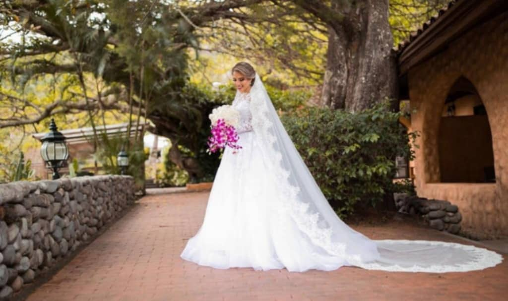 La impecable boda de Fabiola en Panamá - Otra novia que elige los mejores diseños de vestidos de novia: Bridal Room Boutique