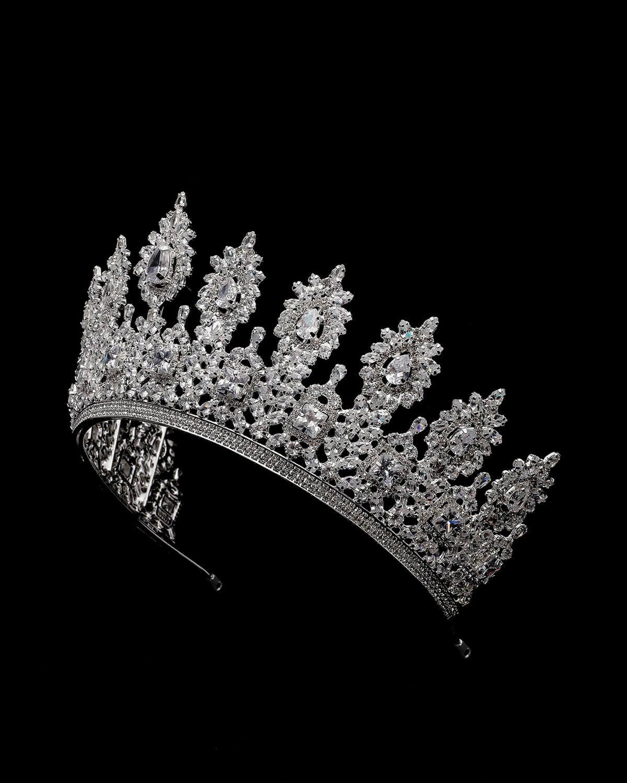 Fotografía Segrid Crown - El tocado de las reinas nupciales. Bridal Room Boutique tiene el más amplio y refinado catálogo de tiaras, coronas y tocados de Venezuela. Nuestra sofisticada colección se adapta a todos los estilos de las novias