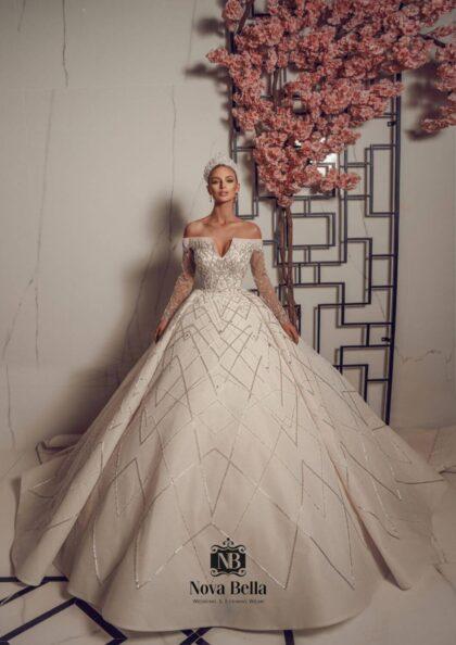 Si buscas lo máximo en lujo, detalles y un diseño hecho completamente a mano con la más alta calidad, entonces los diseños de los vestidos de novia Nova Bella son para ti. Consíguelos en Margarita y próximamente en Caracas, Venezuela