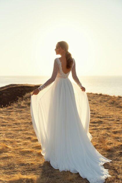 Vestido de novia Tifanny, hecho con tela tul, escote en V, manga larga y un hermose corte en A - Con Bridal Room Boutique podrás comprar tu vestido de novia ideal en Venezuela - LuceSposa