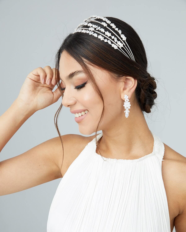 Descubre nuestro catálogo online de accesorios para bodas. Con nosotras podrás conseguir tu tocado de novia en Margarita y Caracas, Venezuela