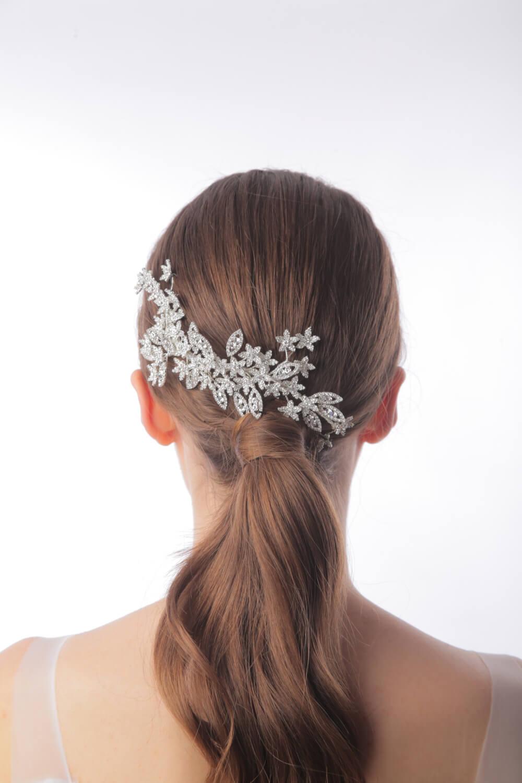 Tocados de novia tipo peineta asimétrica - Bridal Room Boutique: tienda de accesorios para novias y bodas en Venezuela. Visítanos en Margarita y Caracas