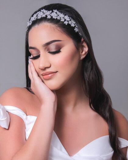 Tenemos la más amplia selección de diademas, cintillos y tocados para novias en Venezuela. Consigue todos los accesorios de moda nupcial para tu boda en Margarita y próximamente en Caracas