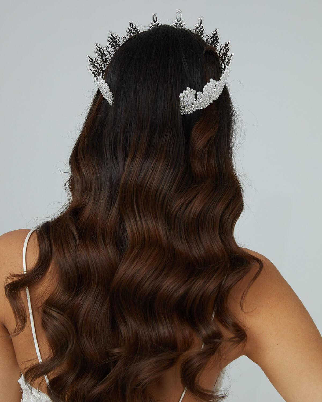 Accesorios para el cabello - Los tocados y las tiaras son un accesorios nupcial fundamental para lucir completa, única, sofisticada y elegante. Visita nuestras boutiques para novias en Margarita y próximamente Caracas, Venezuela