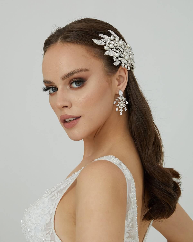 Tocado de novias modelo Tatiana - Reserva tu cita de accesorios y visítanos en los showrooms de nuestras tiendas boutiques para novias en la Isla de Margarita, Venezuela