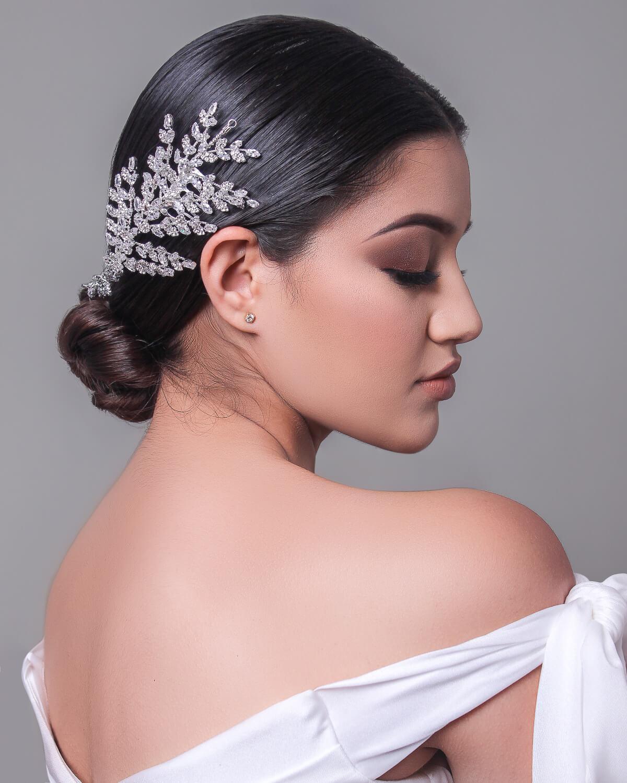 Tocados para novias en Venezuela - Modelo Ágata - Para novias modernas que desean llevar su estilo a otro nivel. También lo llamamos two sides headpiece