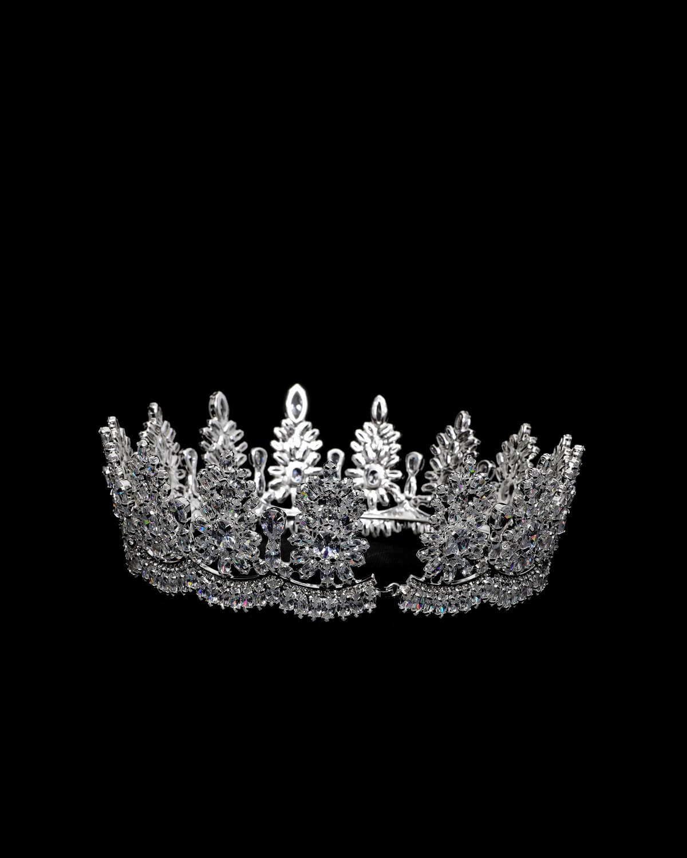 Consigue tu tocado al mejor precio de Venezuela. Tenemos los más lindos y sofisticados tocados, coronas, tiaras y todos los accesorios para que tu boda sea impecable, un día hermoso, lleno de emoción y felicidad