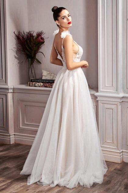 Bridal Room Boutique es una reconocida boutiques para novias en Venezuela, con showroom en la Isla de Margarita y próximamente en Caracas, Venezuela - El vestido Hannah tiene una silueta de corte A, una falda reluciente y espalda descubierta