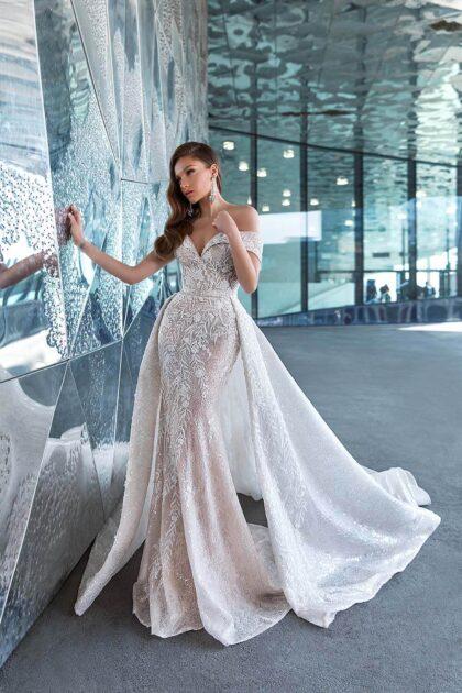 Vestidos de novia con sobrefalda en Venezuela - Consigue el modelo Marika de WONÁ Concept en Caracas y Margarita con Bridal Room Boutique - Corte sirena, chantilly, lentejuelas y bordado