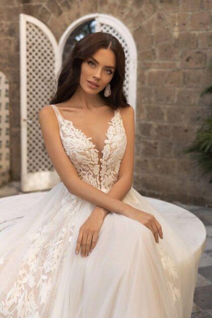 ¿Quieres un vestido de novia único y espectacular? Te encatará el modelo Tiziana de LuceSposa con tela tul, encajes y bordado - Comprálo online o en nuestras boutiques de Caracas o Margarita, Venezuela