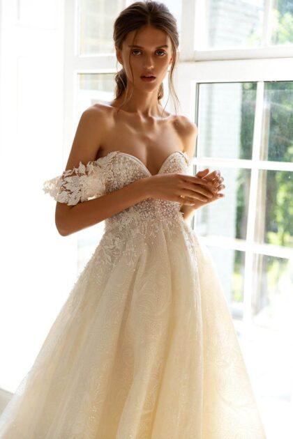 Vestido de novia: Madeira by WONÁ Concept exclusivos diseñadores de moda en Europa: Bridal Room Boutique es distribuidor oficial y autorizado, consíguelo en nuestras boutiques al mejor precio