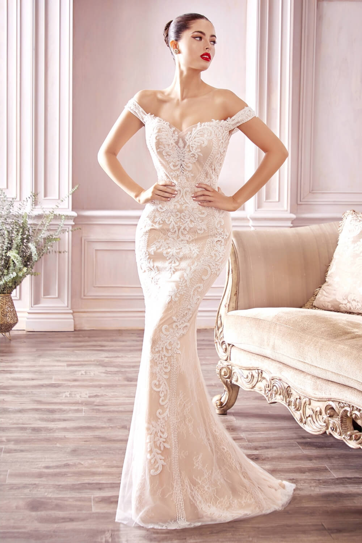 Trabajamos con un amplio rango de hermosas opciones de vestimenta nupcial que nos permite balancear la máxima calidad a precios asequibles de vestidos de novia en Venezuela