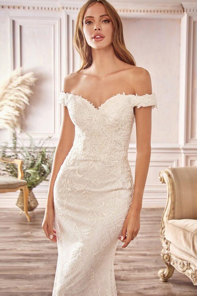 El vestido de novia Allison es un vestido largo con malla estampada dulcemente con glitter, totalmente forrado con apliques de encaje floral y hombros descubiertos. Ideal para tu boda en Venezuela
