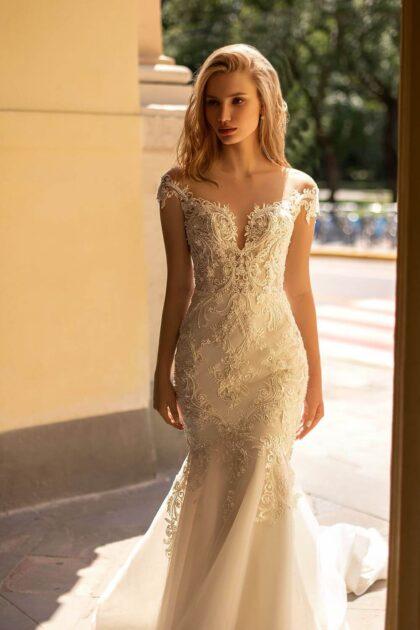 Vestidos de novias con silueta y corte tipo sirena, hermoso acabado floral que conforman un tierno y delicado patrón, así es el modelo Raquel de WONÁ Concept, cómpralo en nuestras boutiques de novias en Caracas y Margarita