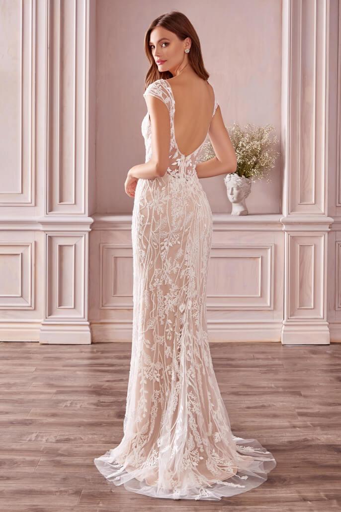 Hermoso vestido de novia Anne, forro elástico, escote profundo, panel transparente, bordado nupcial y espalda abierta con una hermosa cola de barrido