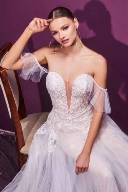 ¿Quién dijo que debes gastar una fortuna para tener tu vestido de novia soñado? Reserva online tu cita de novias y contáctanos para conseguirte al mejor precio tu vestimenta de bodas que tanto has soñado