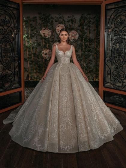 Los vestidos de novia de Nova Bella están hechos con un trabajo ingeniosamente diseñado adornado con llamativos motivos de encaje. Consíguelos en nuestras boutiques para novias en Margarita y próximamente en Caracas, Venezuela