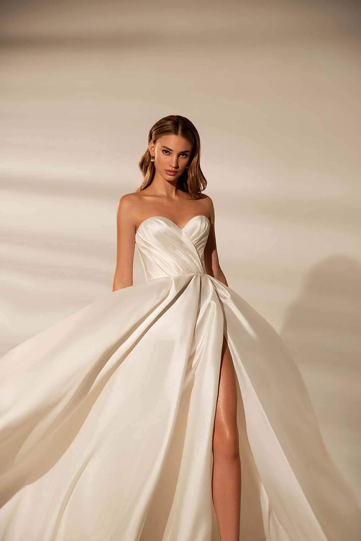 Vestido de novia: Virginia - Hecho en una majestuosa tela mikado con strapless y corte princesa - Consigue a los mejores precios los más lindos vestidos de novia en Caracas y Margarita, Venezuela