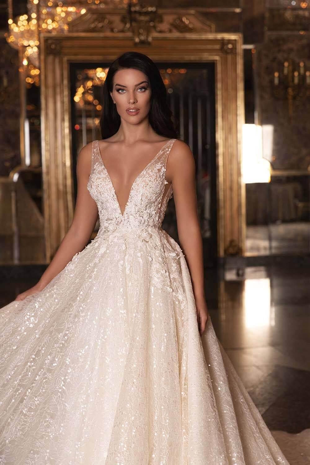 Vestidos de novia: Azalia by WONÁ Concept - En Bridal Room Boutique somos official resellers de esta marca de diseñadores de moda europeos, consíguelos en nuestras boutiques en Caracas y Margarita