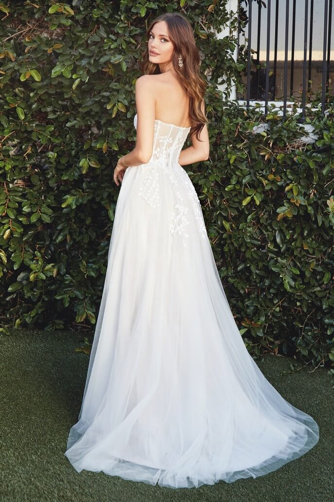 Vestidos de novia en la Isla de Margarita - Luce un precioso escote sweatheart corazón, con una silueta corte A y una espectacular falda completamente forrada y abertura alta