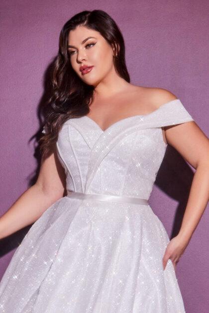 Vestidos de novias plus size, tallas grandes, vestidos para gorditas. Tenemos todas las tallas y tamaños del modelo Clerissa, visita los showrooms de nuestras tiendas boutiques de novias en Caracas y Margarita, Venezuela