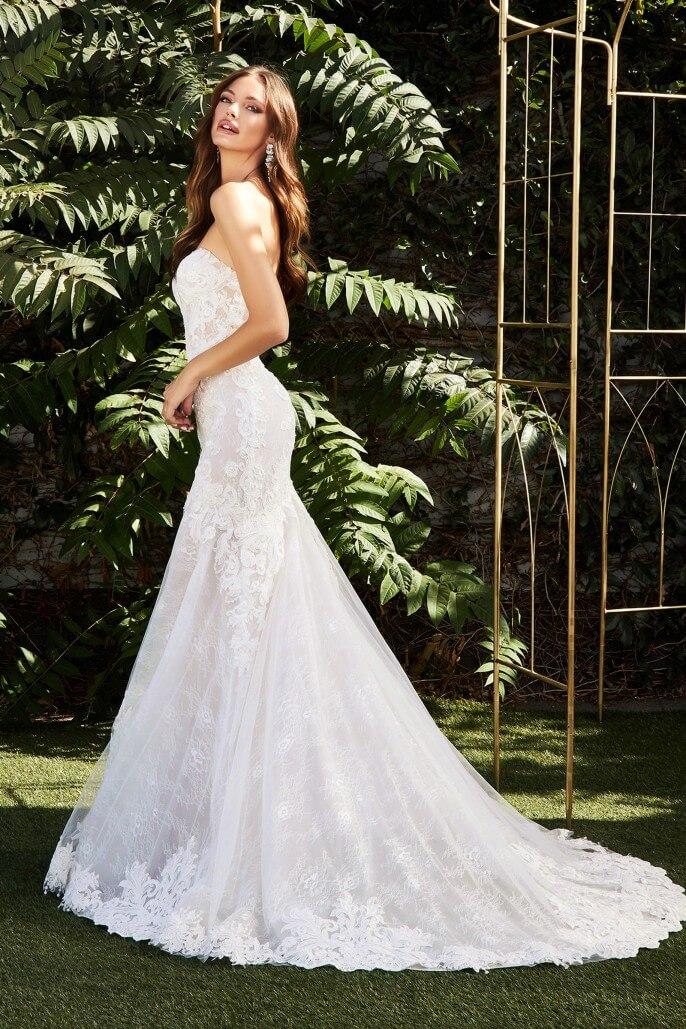 Una boda perfecta en Venezuela debe tener un hermoso vestido de novia. Visita nuestras tiendas boutique en la Isla de Margarita y próximamente en Caracas, para encontrar tu look nupcial