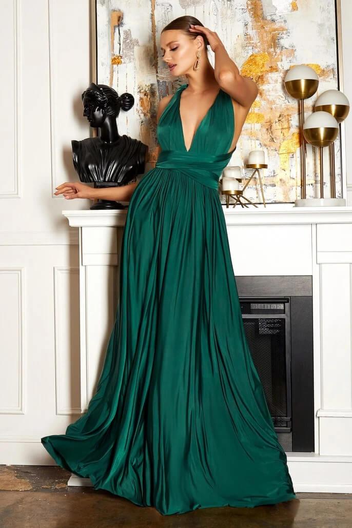 La falda mantiene el mismo diseño pero puedes variar el tipo de escote, ya que la vestido está confeccionado con dos telas en la parte superior para que puedas utilizarla como desees