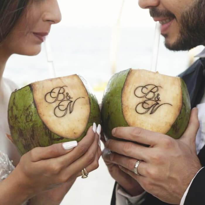 Refresca tu boda en la playa con Coco Xpress Margarita, Venezuela: Estación de cocos fríos para bodas