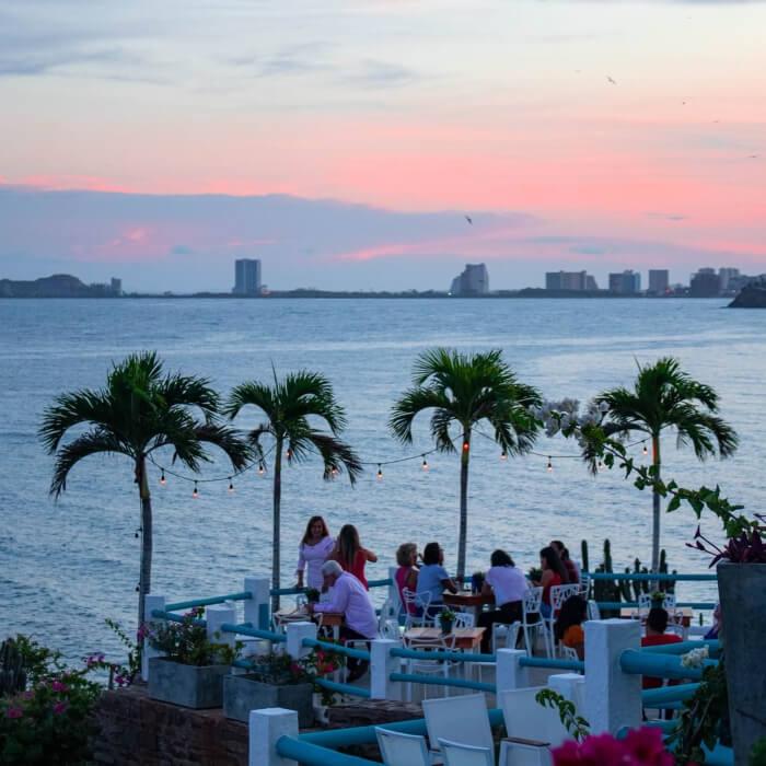 Bodas al aire libre en la Isla de Margarita, Venezuela · Locaciones para bodas: Guayoyo Café
