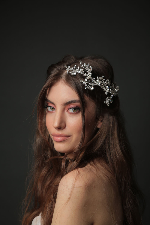 Tocados para novias con motivos florales - Los más hermosos accesorios de novia en Caracas, Venezuela, al mejor precio - Bridal Room Boutique