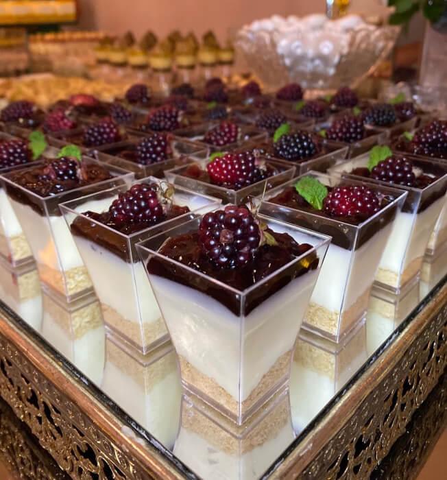 Una de nuestras especialidades es la blackberry cheesecake - Enamora a tus invitados de bodas con los mejores dulces en Margarita, Venezuela